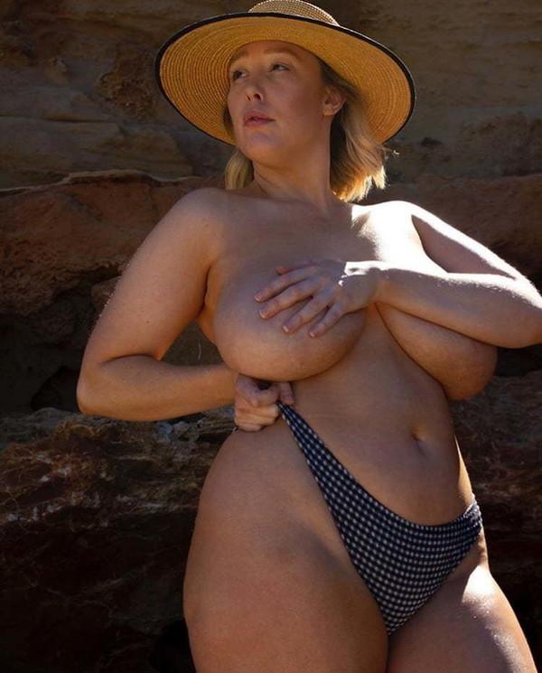 Florence belle femme mature ronde nue chez elle cherche du sexe rapide